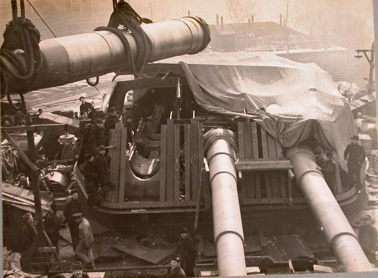 65. Установка 12-ти дюймового орудия в башню на линейный корабль «Полтава». зима 1914 г.
