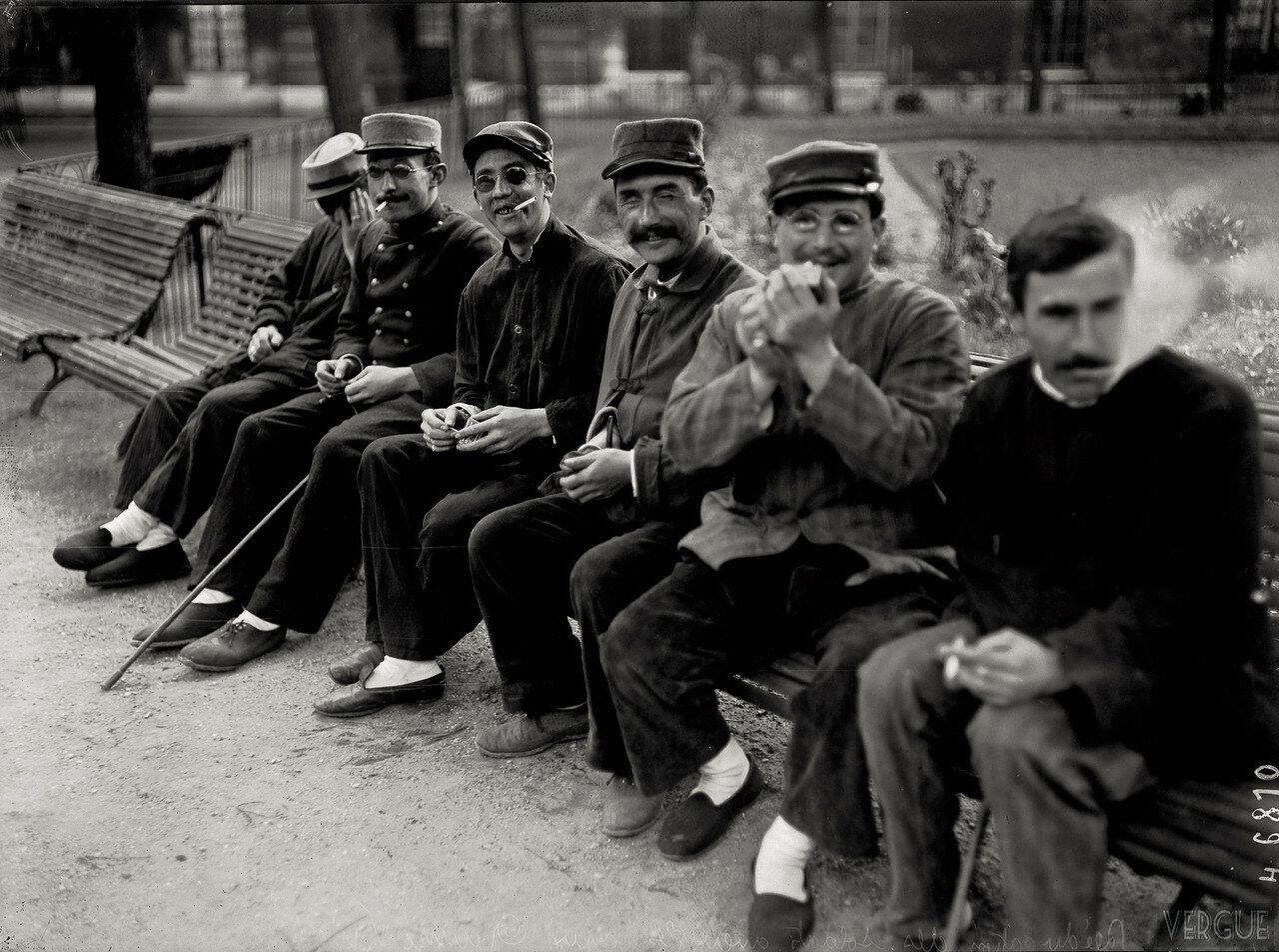 1916. Ослепшие солдаты в больнице