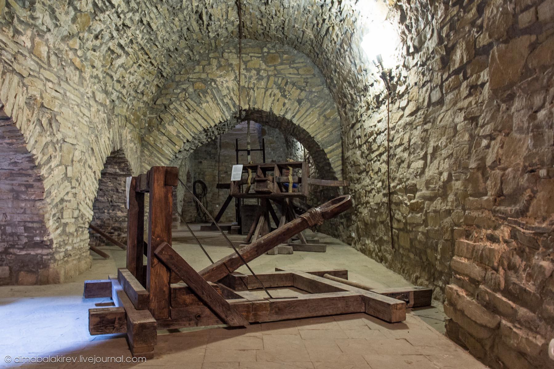 Пытки женщин в подвале 4 фотография