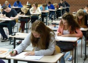 Школьники испытали первые эмоции от экзаменов