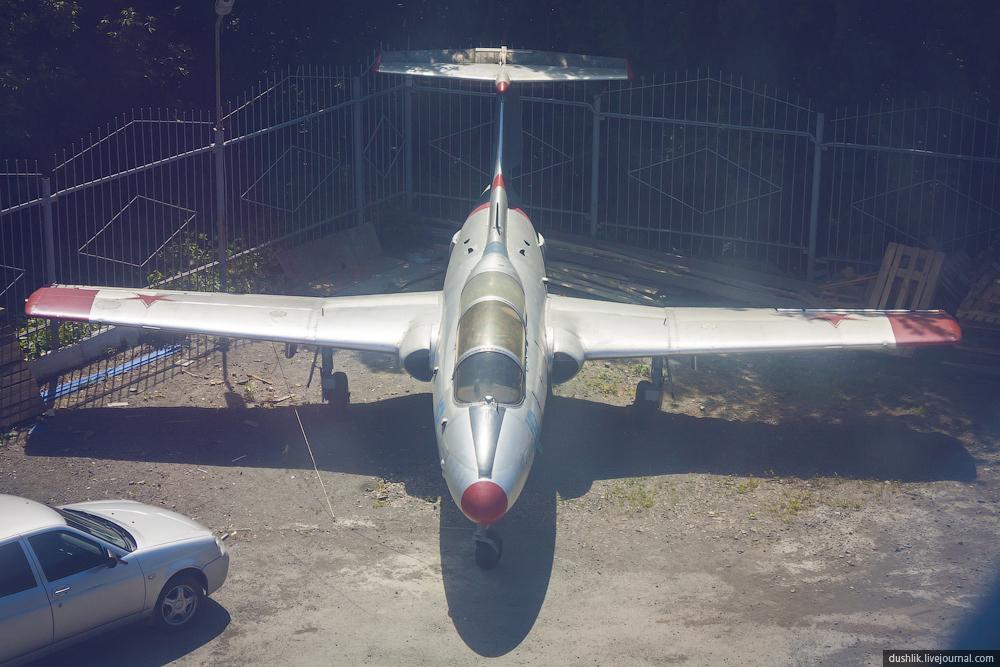 Два Аэро Л-29 «Дельфин» в центре Челябинска