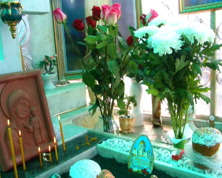 Цветы на могиле (29.05.2014)