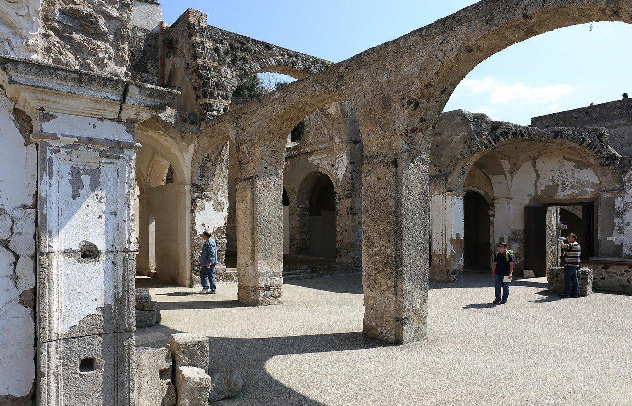 Искья, Арагонский замок. Собор Успения (Cattedrale dell'Assunta)