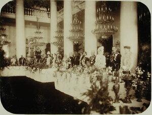 Члены императорской фамилии и приглашенные лица в Колонном зале Российского благородного собрания (ул. Большая Дмитровка) во время торжественного обеда;