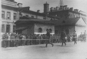 Группа начальствующего состава принимает парад запасного батальона полка.