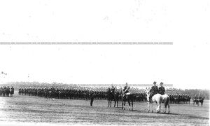 Уланский полк в поле во время парада.