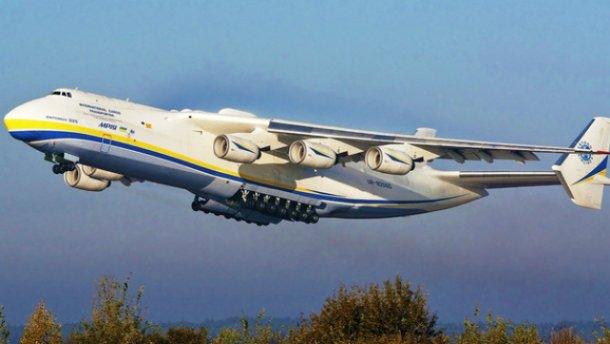 Посадка крупнейшего вмире самолета Ан-225 в британии