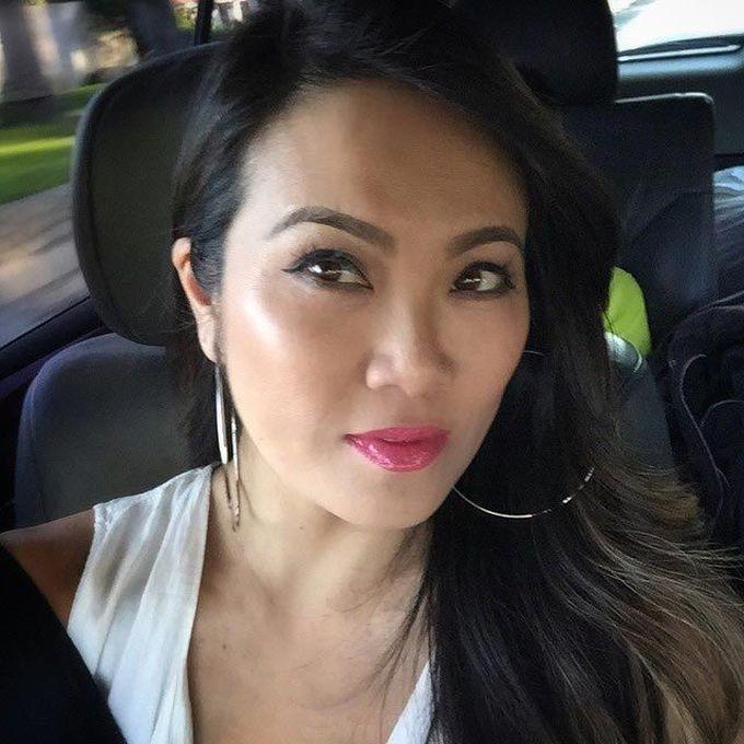 Сандра Ли - дерматолог, который прославился, выдавливая прыщи клиентов