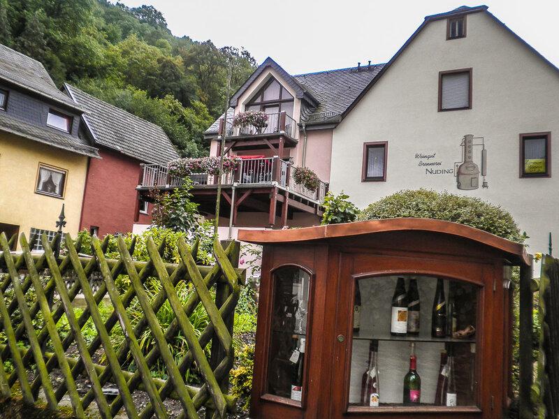 Отель+винный магазин