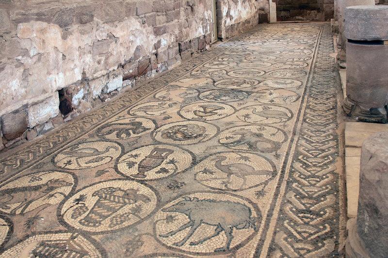 Напольная мозаика северного нефа