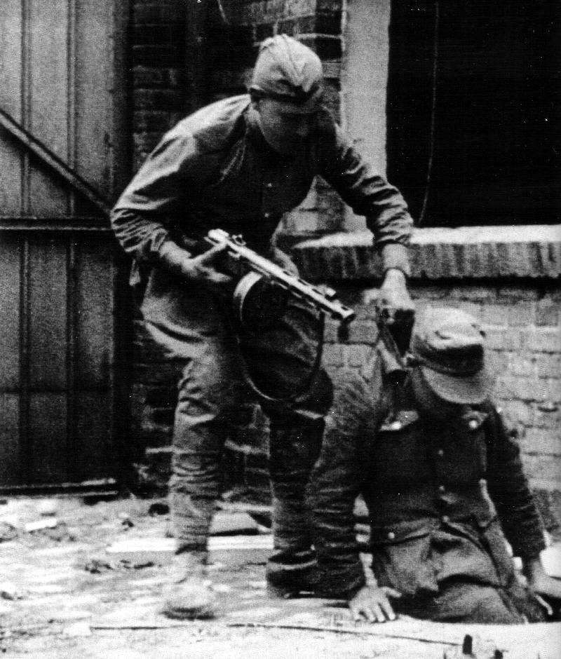 Падение Берлина на фотографиях весны 1945 года (20)