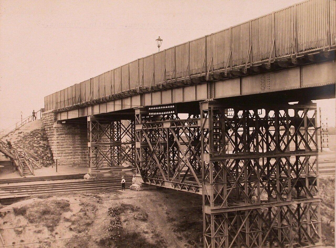 Вид на мост через Николаевскую железную дорогу (направление от Виндавы)