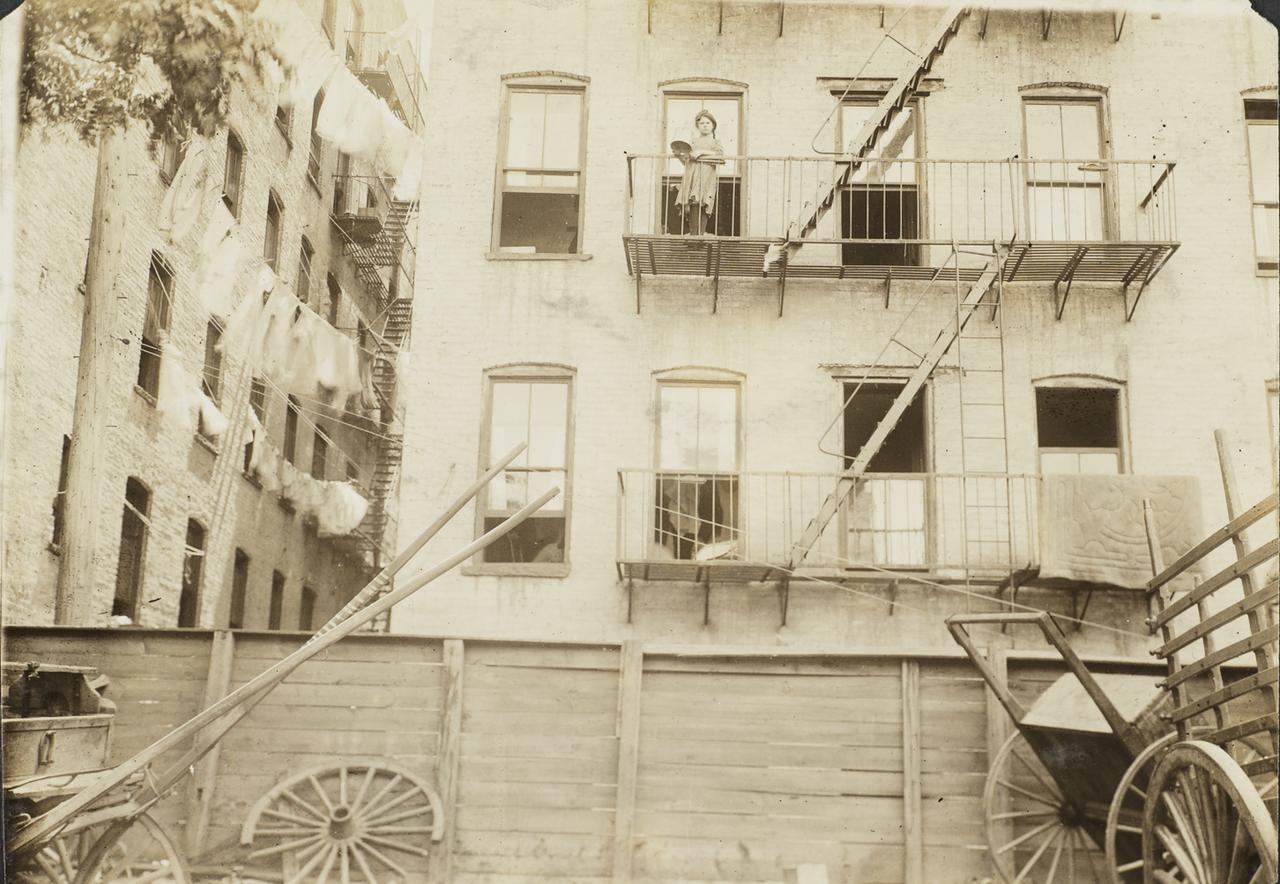 Пойманные на месте преступления. Устарелый способ вывоз мусора. 1913
