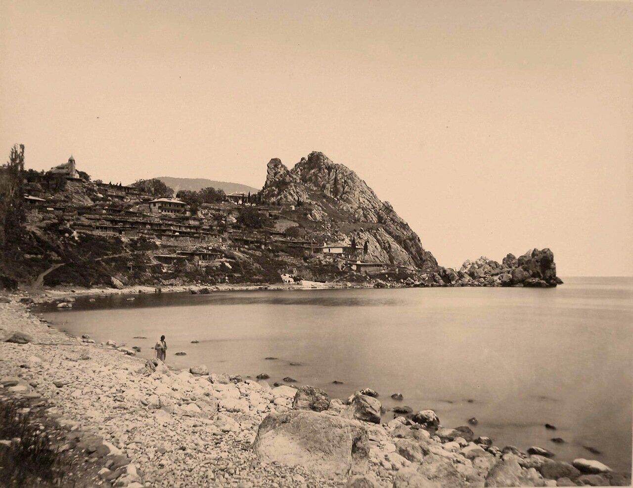 19. Вид жилых домов на скале, у побережья близ горы Аю-Даг
