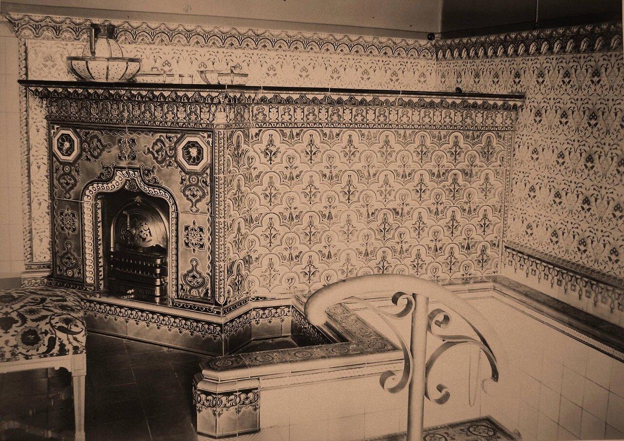 14. Вид части ванной комнаты наследника цесаревича в императорском охотничьем дворце