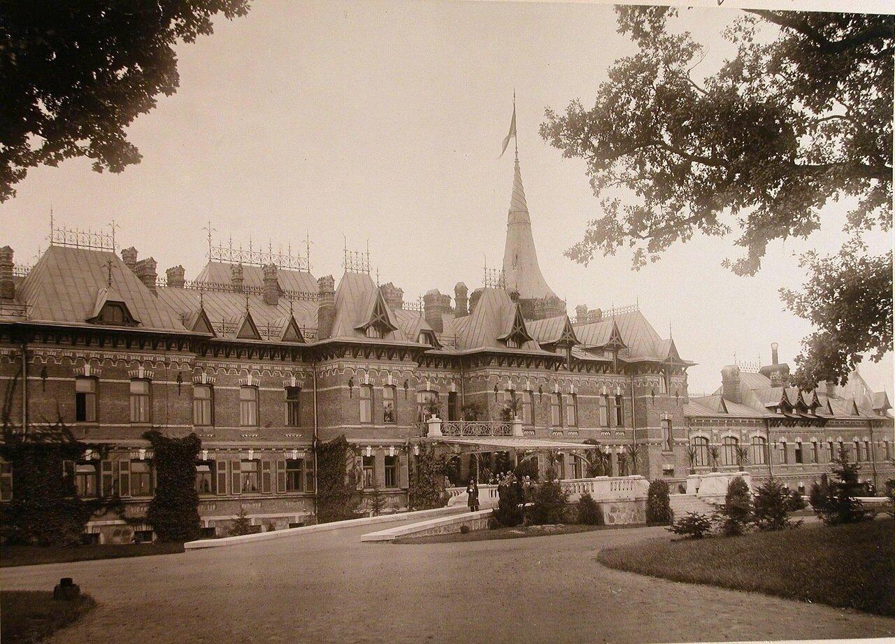 03.  Вид части Беловежского дворца (построен в 1894 г. по проекту графа Николая де Рошфорта)