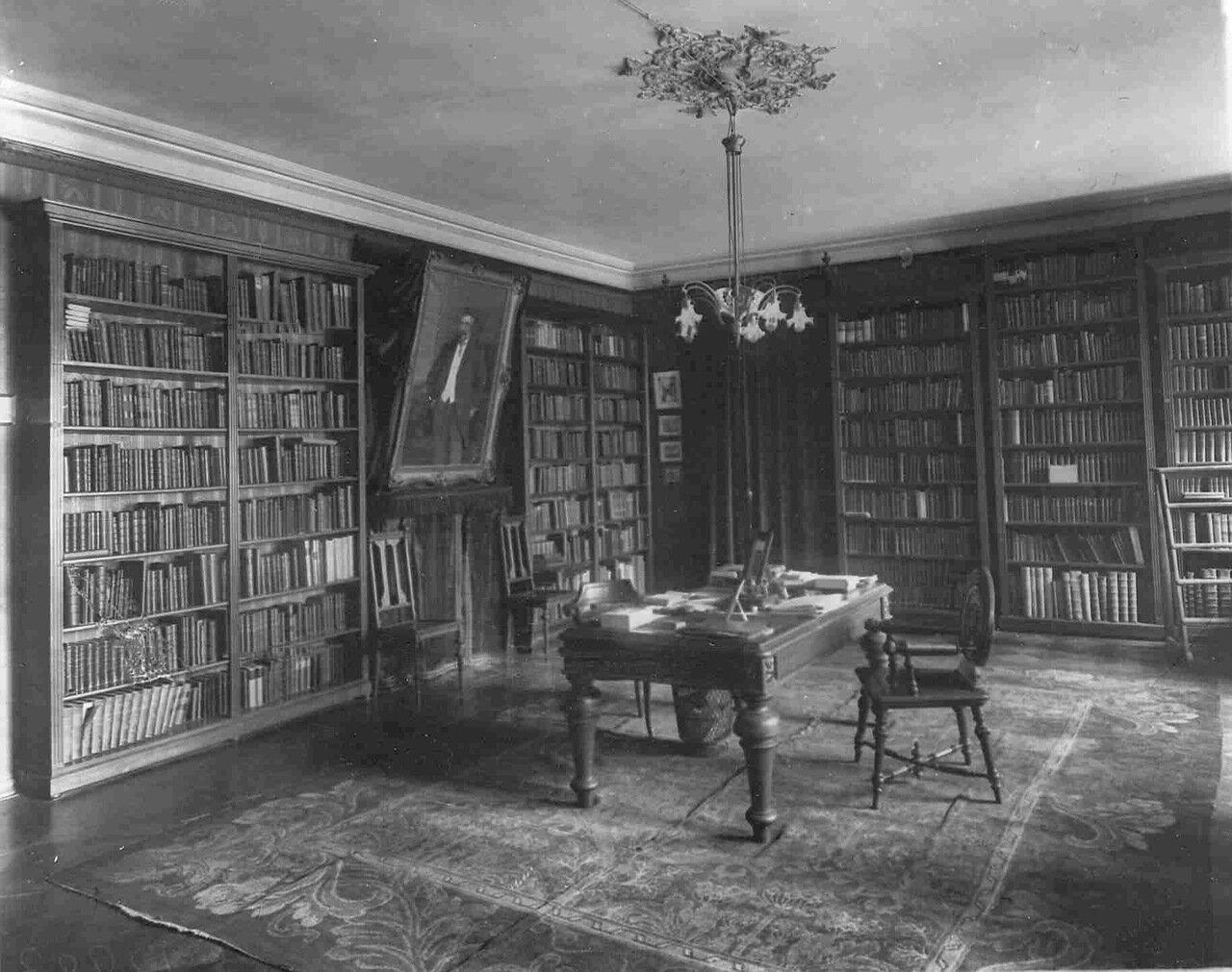 Квартира министра народного просвещения Л.А.Кассо (наб.р.Фонтанки, 38). Библиотека