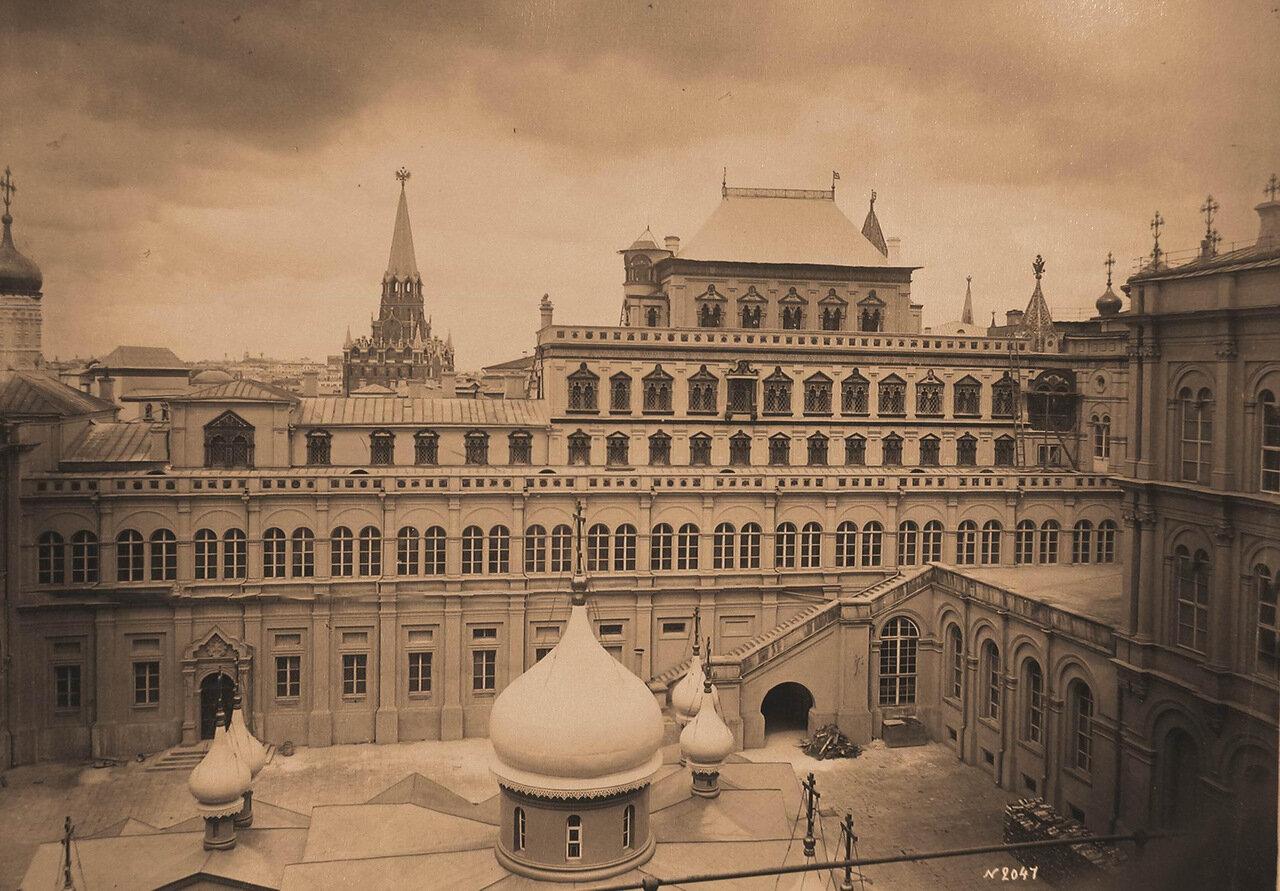 Вид на Теремной дворец (Терема) в Кремле