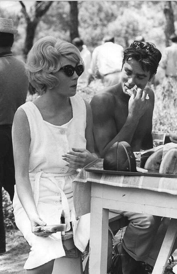 1964. С Ширли Маклейн на съемках фильма «Жёлтый роллс-ройс»