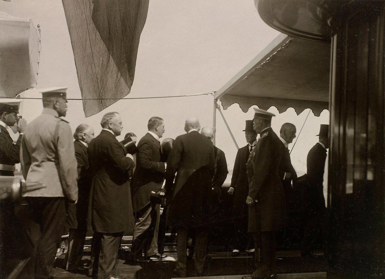 10. Прибытие гостей на борт Императорской яхты «Штандарт»