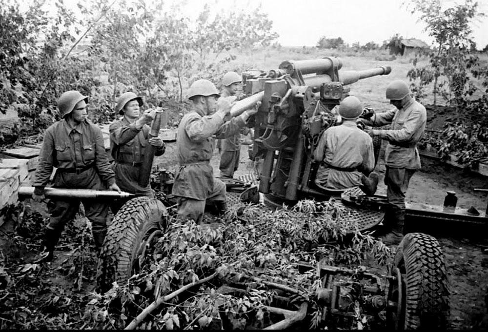 Зенитчики против танков. 1942..jpg