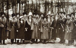 Nicholas_II_and_children_with_Cossacks_of_the_Guard.jpg