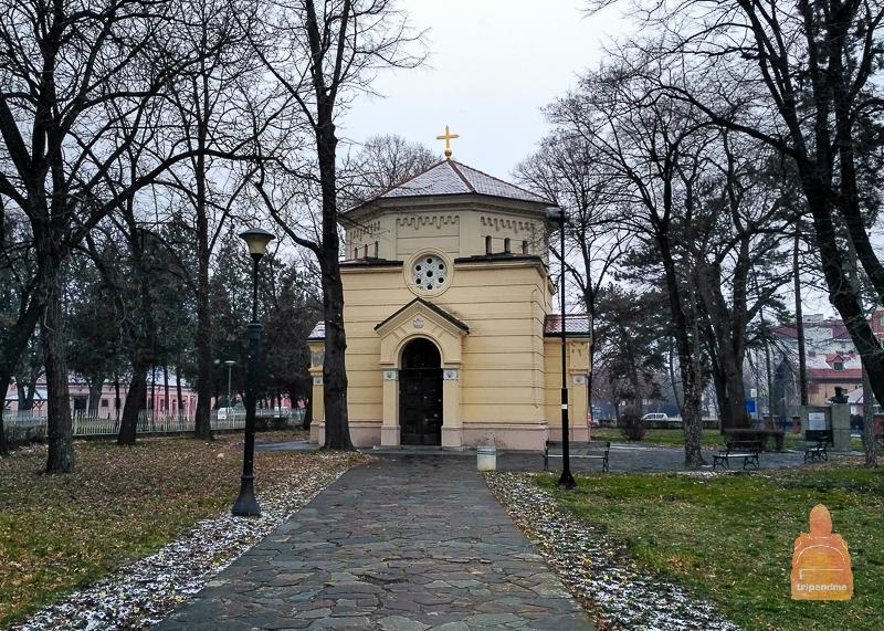 Внутри этого здания хранится череп, принадлежавший воеводе Стефану Синджеличу