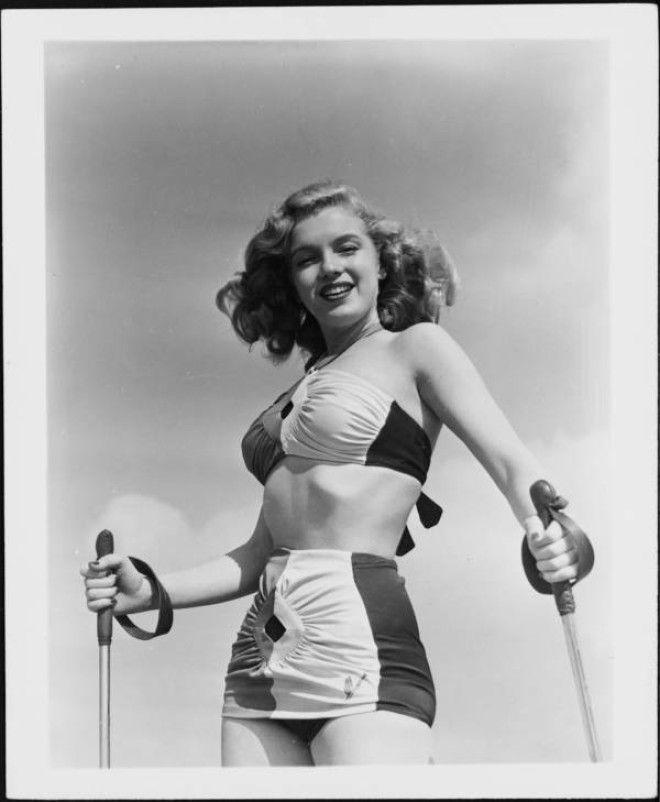 Калифорния, 1940-е года.      Недавно разведенная молодая модель / актриса, подписавшая