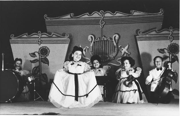 Как карликовый рост помог семье евреев-музыкантов Овиц пережить эксперименты в Освенциме (9 фото)