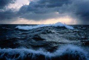 Шторм с 10-метровыми волнами ожидается в Тихом океане близ Камчатки