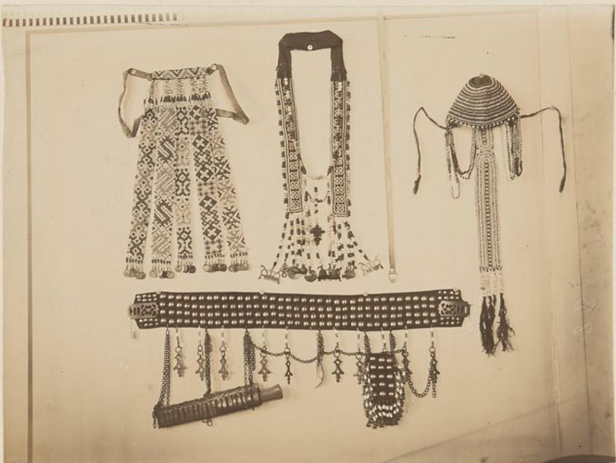 Пояс, головной убор и жемчуг из Тобольского музея