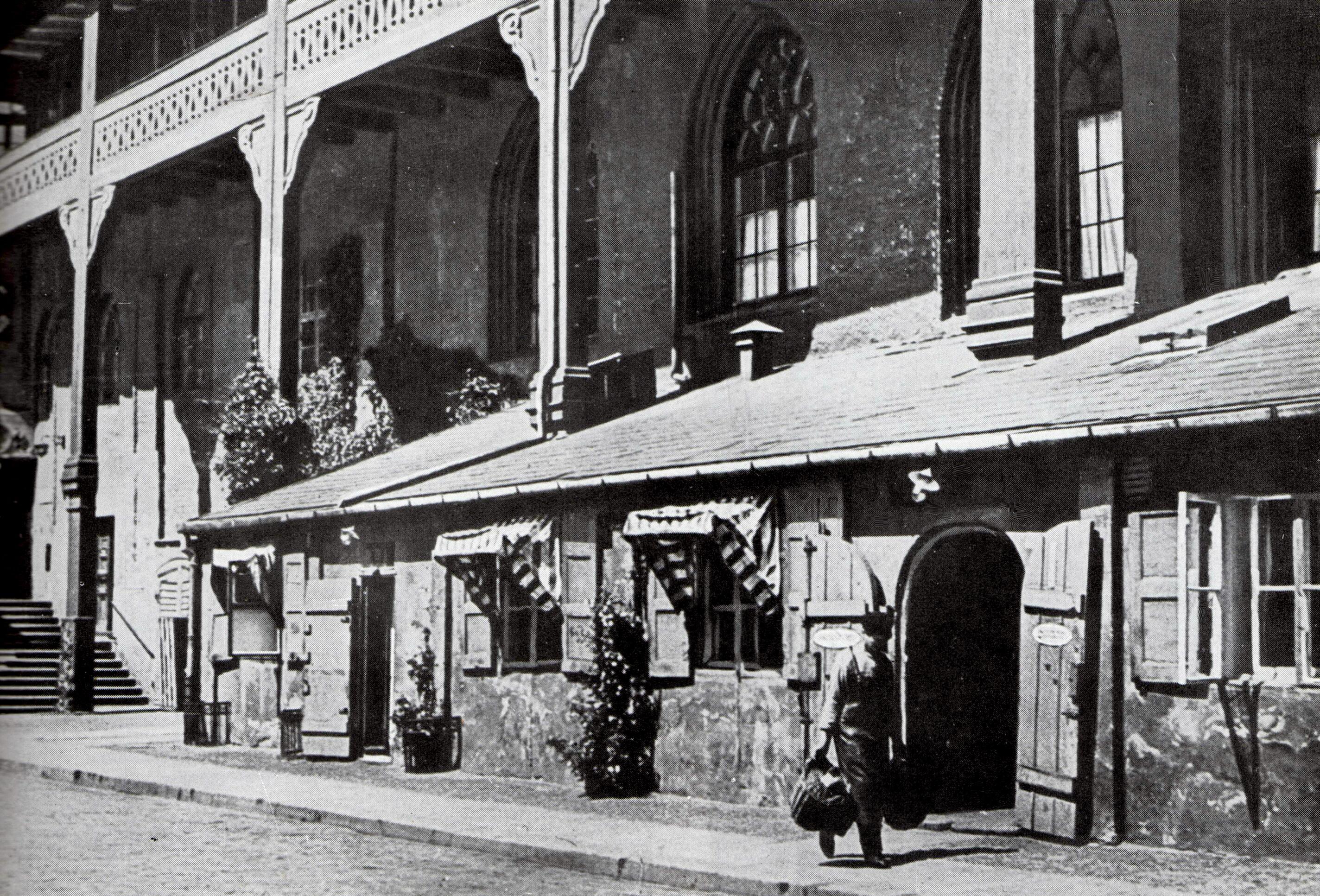 Вход в легендарный ресторан Blutgericht во дворе замка Кенигсберг. 1920-е