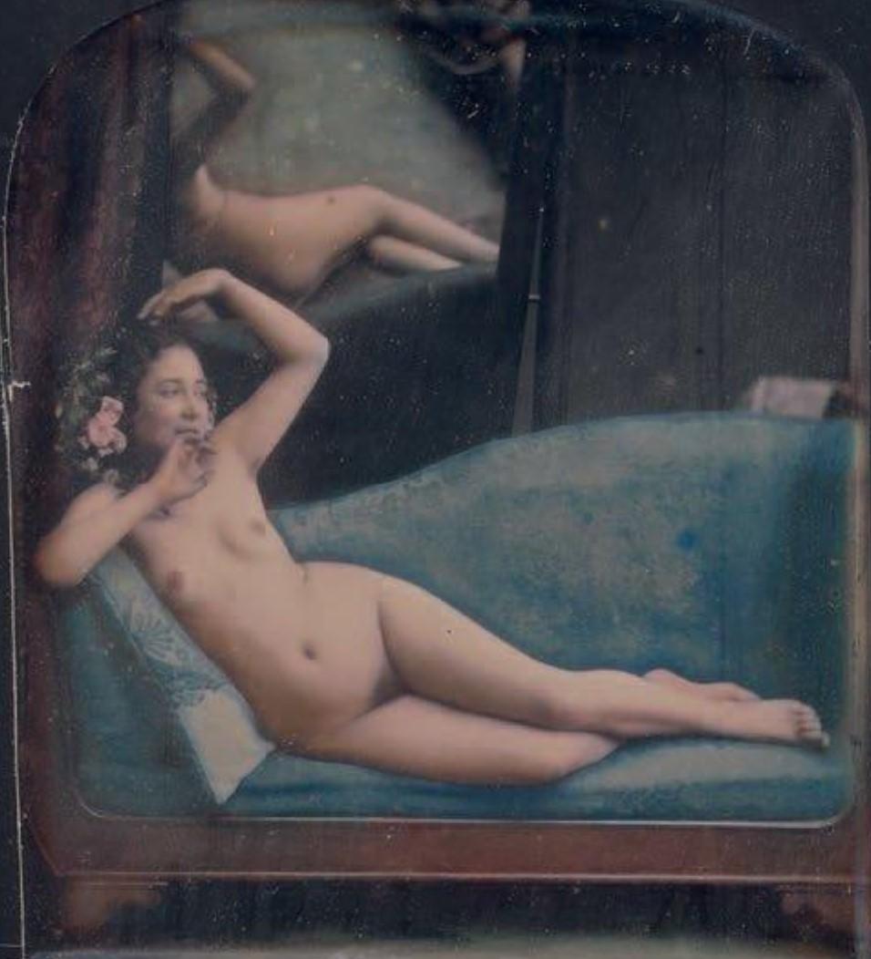 1851-1853. Обнаженная на синем диване