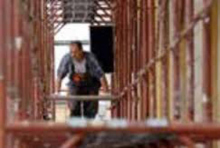 Строитель упал с 15-метровой высоты при реконструкции ЦУМа в Киеве