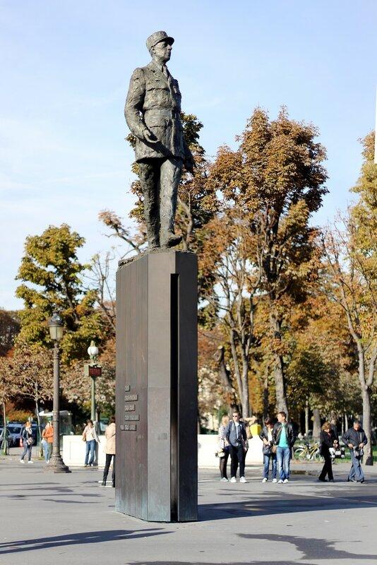 Париж. Памятник генералу Де Голлю (Statue du Général De Gaulle)