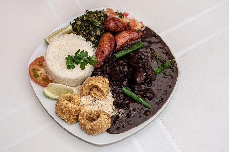 5. Бразилия В Бразилии популярно блюдо Фейжоада, приготовленное из черной фасоли, запеченного мяса,