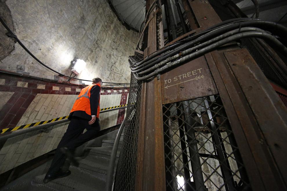 12. Недалеко от Сиэтла адская машина роет 1.7-мильный туннель для дороги под землей. Это тоннел