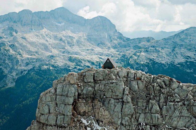 4. Хижина Luka Vuerich hut, Юлийские Альпы (Италия, Словения)