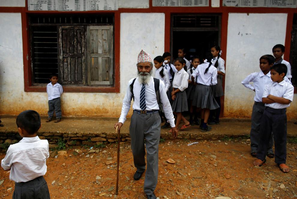 16. В классе 20 учеников, которые называют Дургу Ками отцом. (Фото Navesh Chitrakar | Reuters):