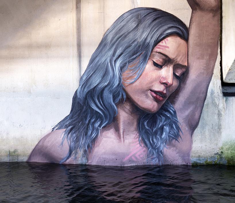 Автор рисует купающихся девушек частично показывающихся из воды. Свои картины автор пишет в заброшен