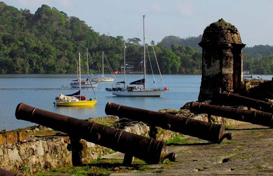 9. Пушки на бастионах прибрежного города Портобело и форта Сан-Лоренсо в Колоне. Они до сих пор напр