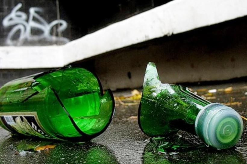 В КНР завыброшенную изокна бутылку оплатили все жильцы дома