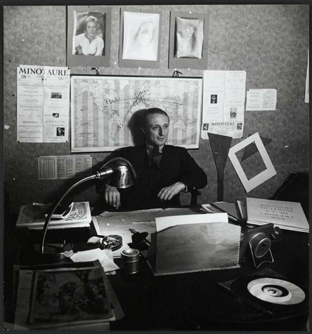 1932. Альберт Скира в своем кабинете на рю де ла Буэти