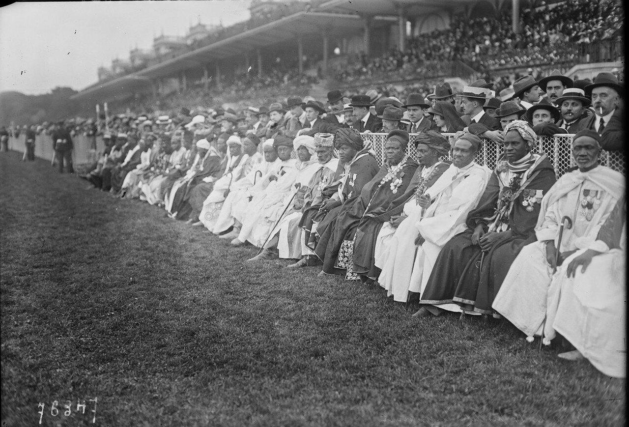 1922. Вожди негритянских племен на ипподроме Лоншан