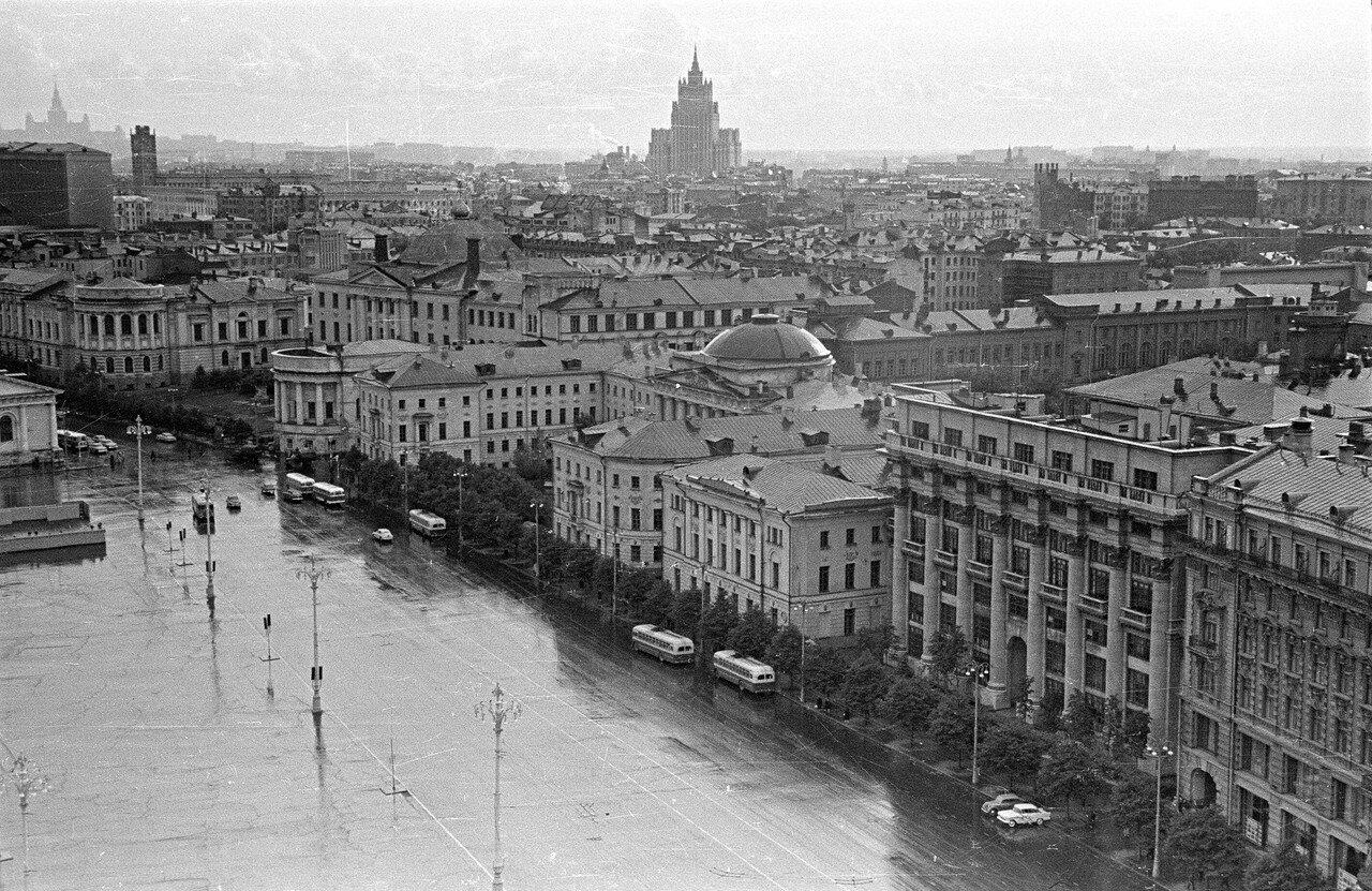 Вид из гостиницы «Москва» на здание МИД