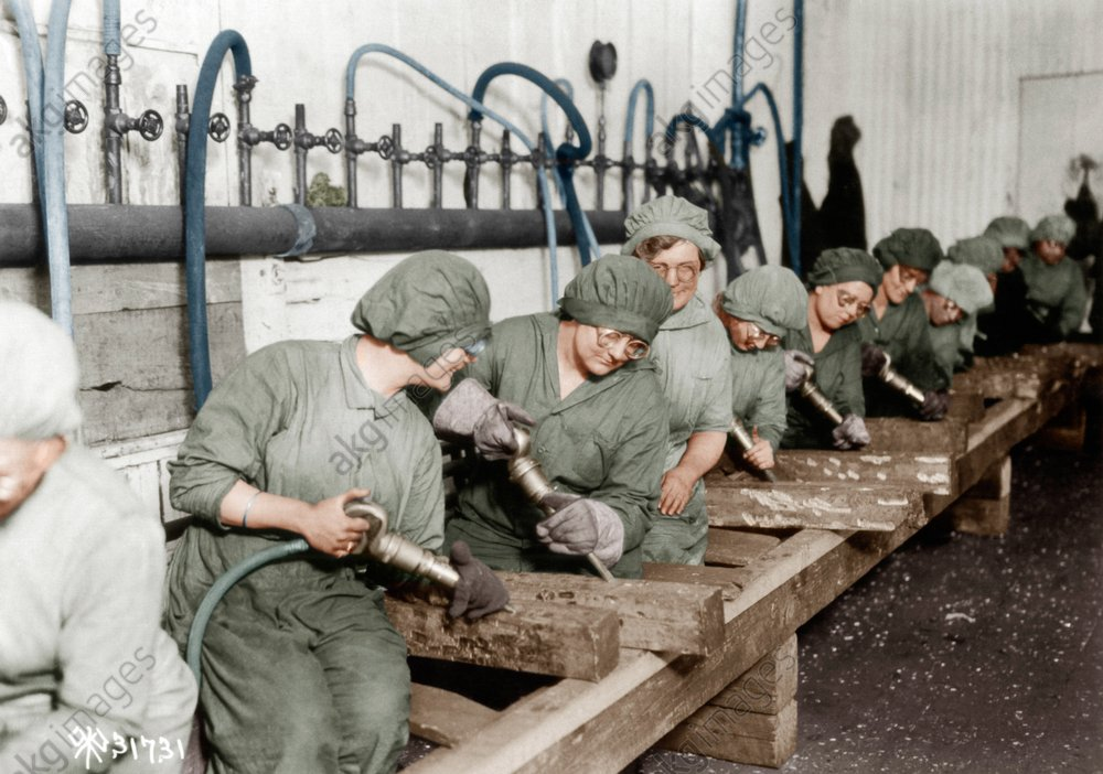 USA/Arbeiterinnen m.Presslufthammer 1918 - USA/Female Workers w Pneumatic Drills - Ouvriиres maniant le marteau-piqueur