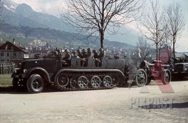 stock-photo-4th-mountain-division-enzian-gebirgsartillerieregiment-94-eugen-kaserne-lohengrin-kaserne-innsbruck-1940-12168.jpg