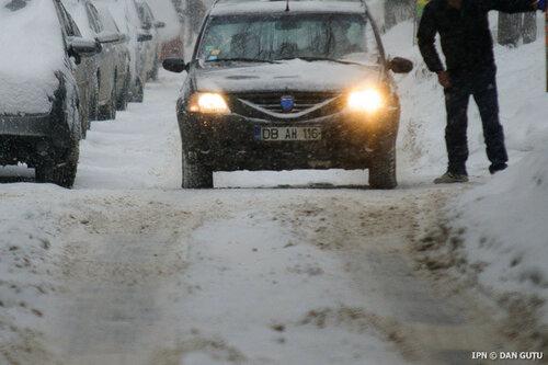 Молдавская столица в снежном плену - движение авто затруднено