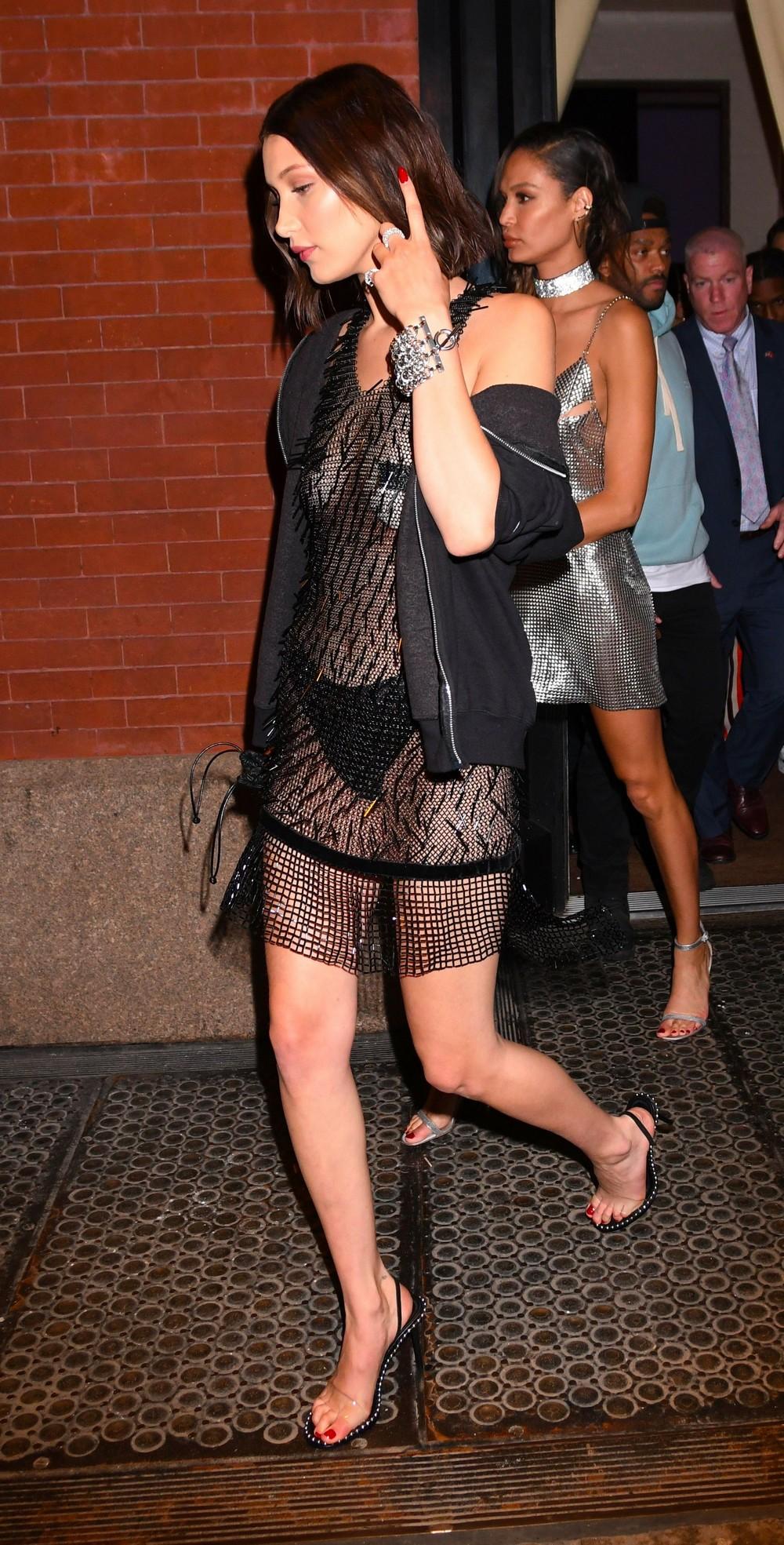 Белла Хадид в просвечивающемся платье