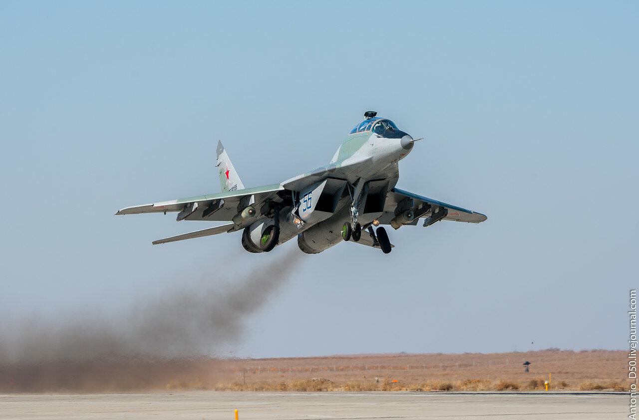 МиГ-29УБ (9.51) RF-92155 / 56 на взлёте.